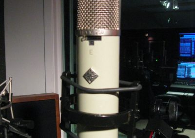 Carrie-Underwood-Microphone-At-Spokane-Recording-Studio